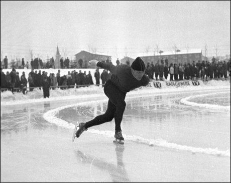 VALLE HOVIN: Arenaen skal huse skøyteløp dersom det blir Norskt OL i 2018. Her er Per Willy Guttormsen i aksjon på arenaen i 1966. Foto: Hordnes/Scanpix
