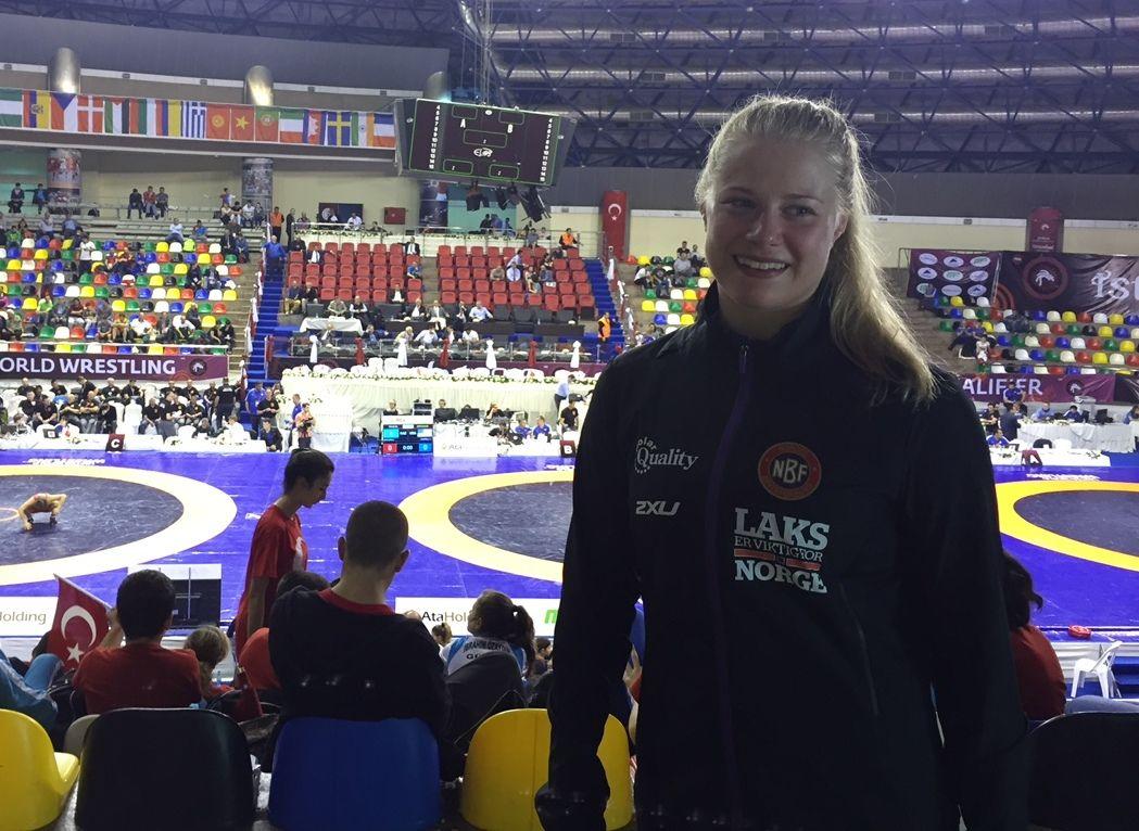 GLAD: Signe Marie Fidje Store jubler etter å ha blitt Norges første kvinnelige OL-bryter.