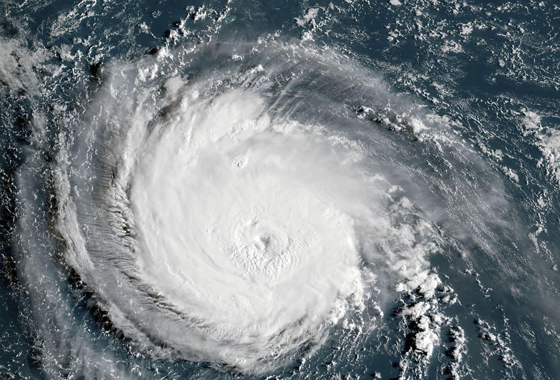 DØDELIG: Florence er på full fart mot østkysten av USA. Dette satellittbildet ble tatt av orkanen tirsdag.