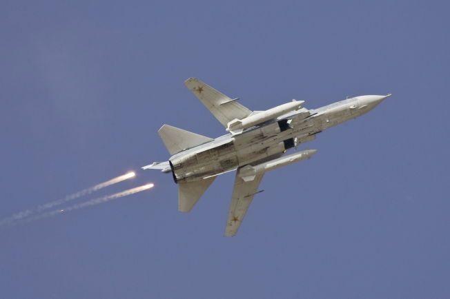 JAGERFLY: Flere slike russiske Sukhoi Su-24-jagerfly har deltatt i luftangrep mot IS i Syria. Dette bildet er tatt i forbindelse med en militærøvelse ved grensen mot Kasakhstan i 2008.