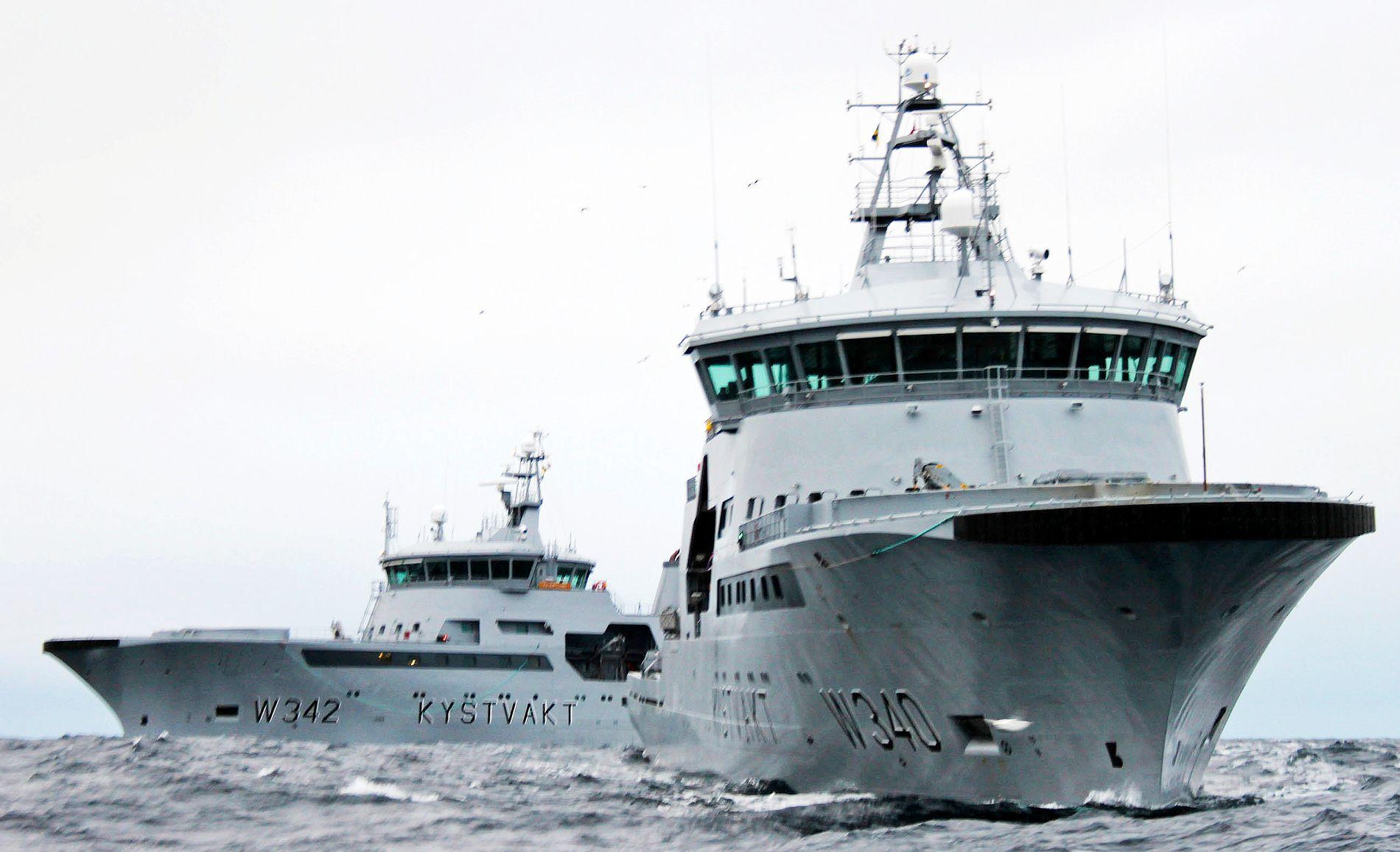 BEHOLDER BASE I NORD: KV «Sortland» og KV «Barentshav» på patrulje i Barentshavet. Hvis regjeringen får det som den vil, vil Kystvakten beholde sin base på Sortland.