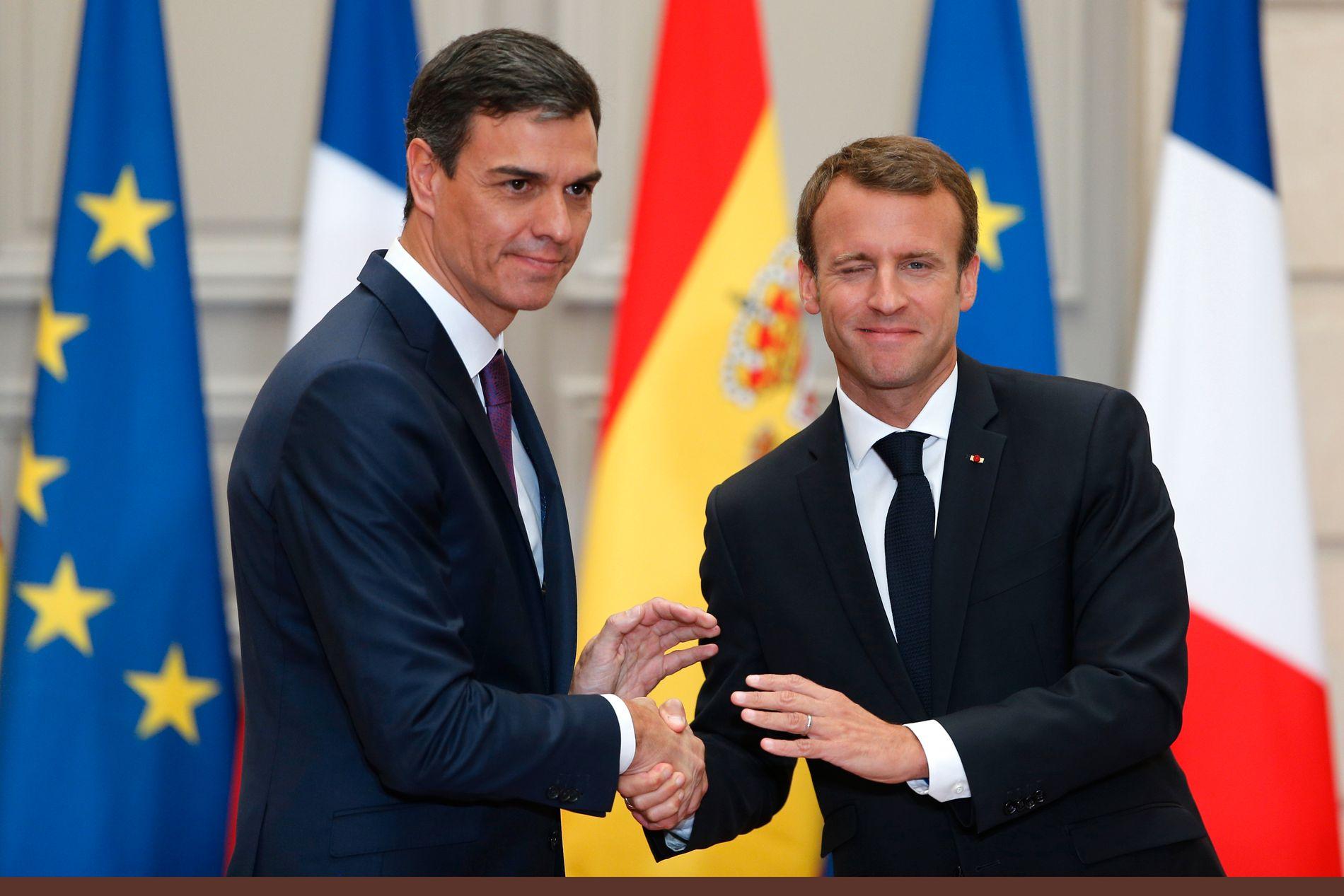 MINITOPPMØTE: Frankrikes president Emmanuel Macron (til høyre) fikk besøk av Spanias ferske statsminister Pedro Sanchez i Paris lørdag.