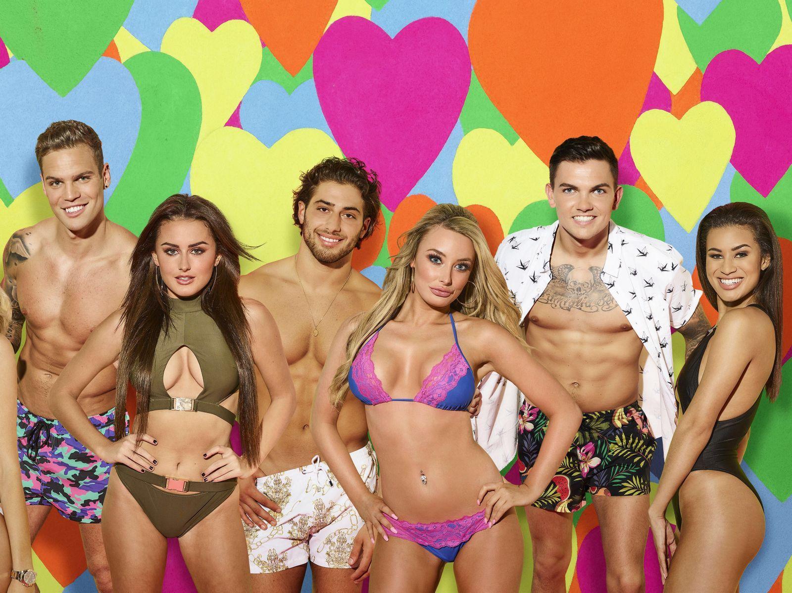KJÆRLIGHETSSØKENDE: «Love Island», her med deltagere fra den britiske versjonen, kommer på norske skjermer neste år.