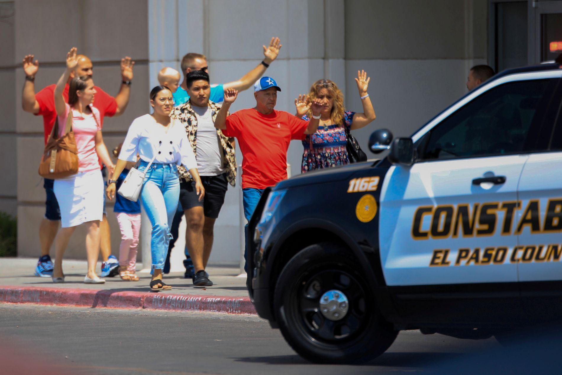 EVAKUERES: Over 3000 mennesker oppholdt seg ifølge politiet på kjøpesenteret Cielo Vista da skytingen startet.