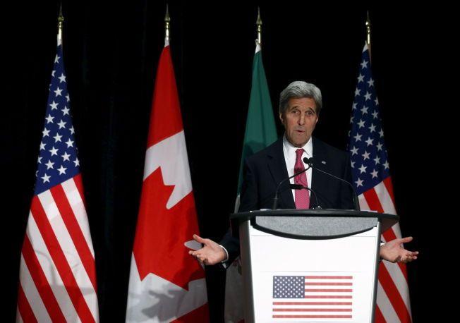 MÅ FINNE LØSNING: USAs utenriksminister John Kerry, her fotografert i Quebec fredag, ber partene i Syria-konflikten bruke sjansen til å få en fredsløsning ved forhandlingsbordet i Genève. Foto: Mathieu Belanger / Reuters / NTB scanpix