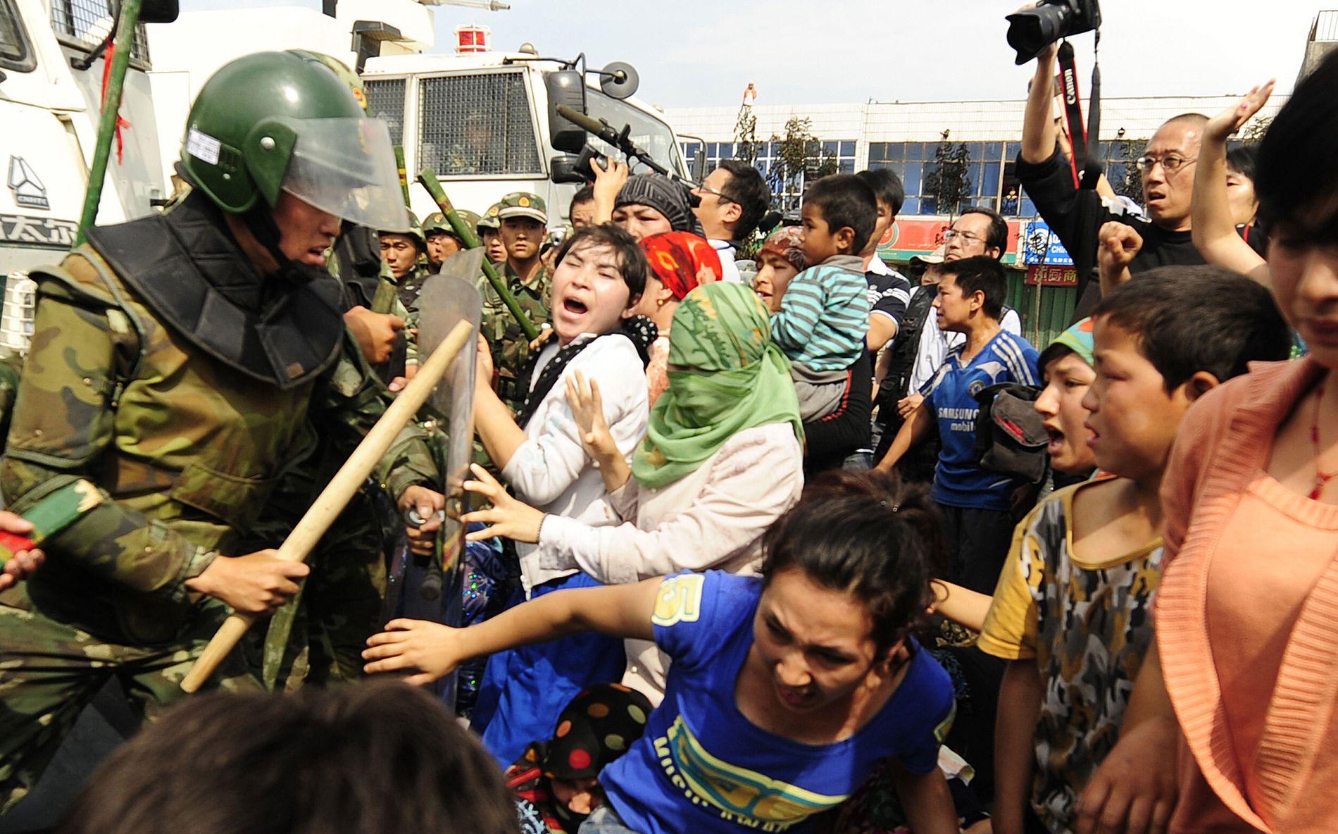 LANGVARIG KONFLIKT: Nesten 200 uighurer døde i opprørene i  Xinjiang-regionen i juli 2009.