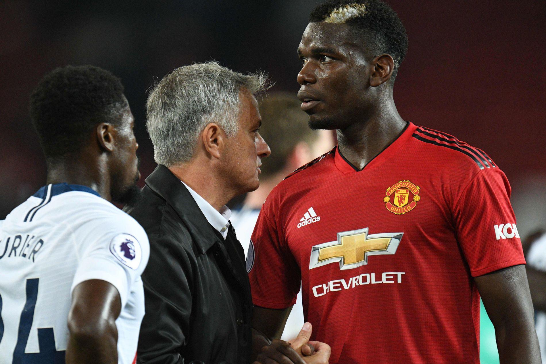 ANSPENT: Forholdet mellom Manchester United-manager José Mourinho og Paul Pogba har ikke vært rosenrødt det siste året. Her etter tapet mot Tottenham denne høsten.