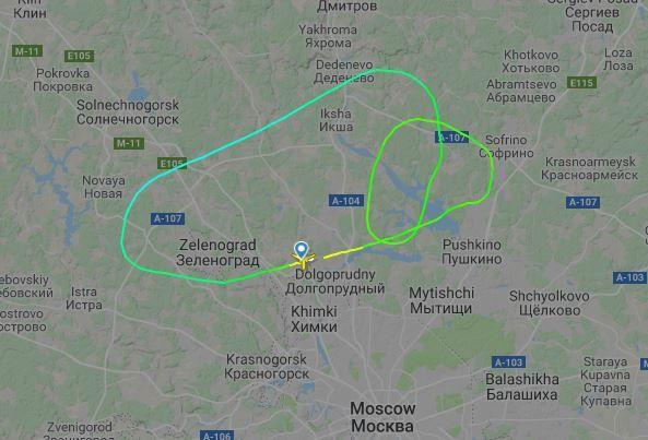 Flyet sirklet rundt, før det til slutt landet på den internasjonale lufthavnen i Moskva.