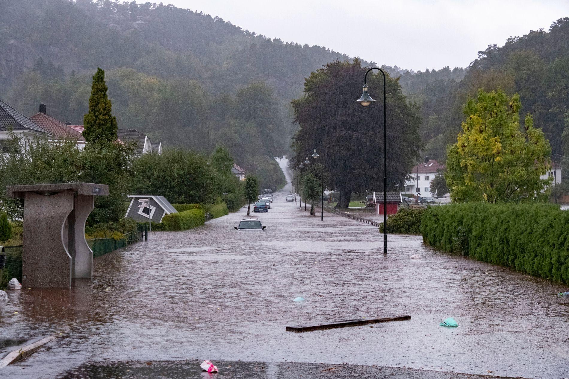 REKORDNEDBØR: Nedbøren i Kristiansand satte flere nye norske rekorder for nedbørsintensitet fredag.