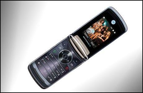 Handler du hos rett nettbutikk kan du få to Motorola Razr2 V8 i stedet for én. (Foto: Motorola)