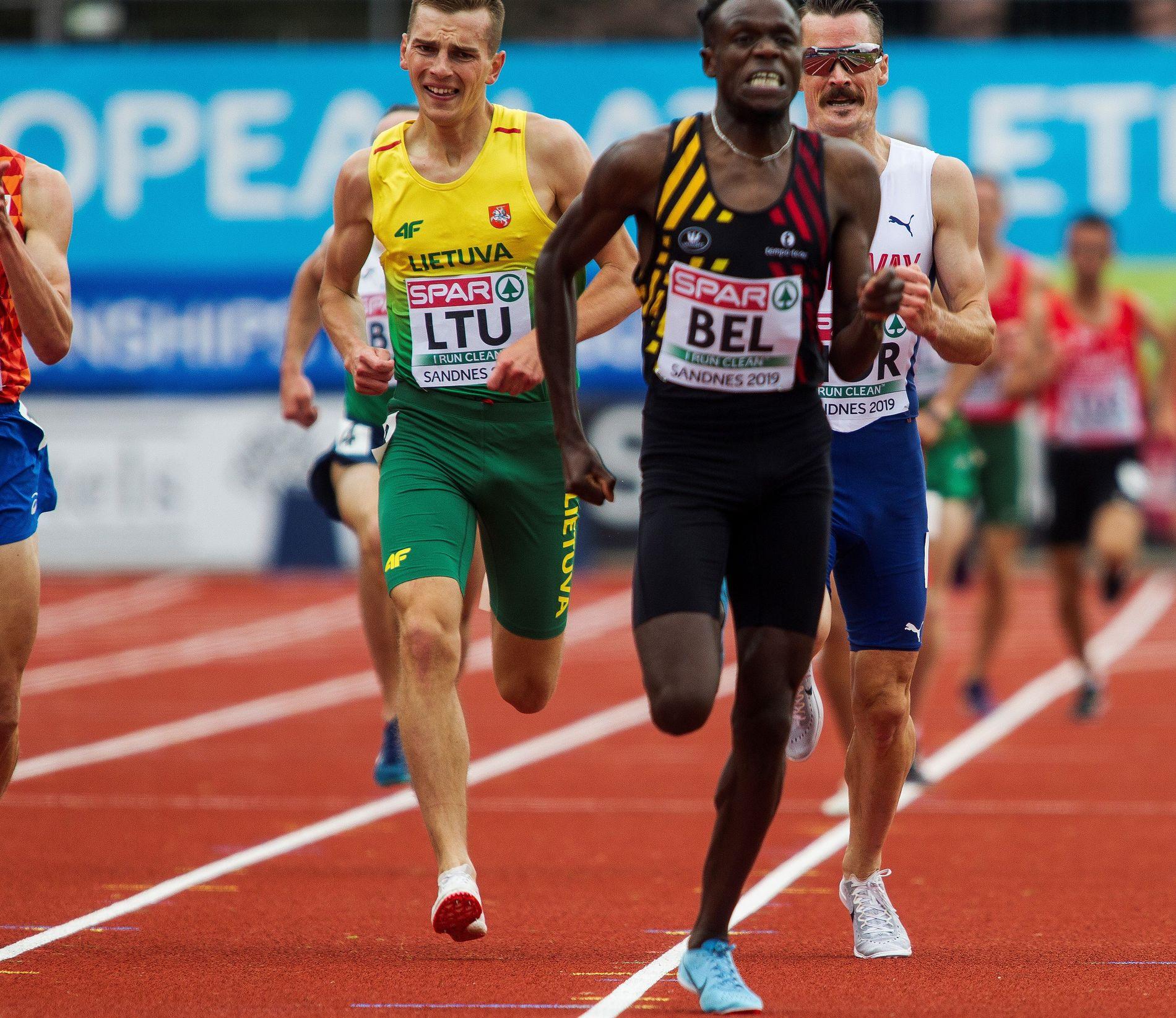HOLDT IKKE INN: Henrik Ingebrigtsen måtte se belgiske Isaac Kimeli foran seg over målstreken på 3000-meteren i lag-EM i Sandnes søndag.