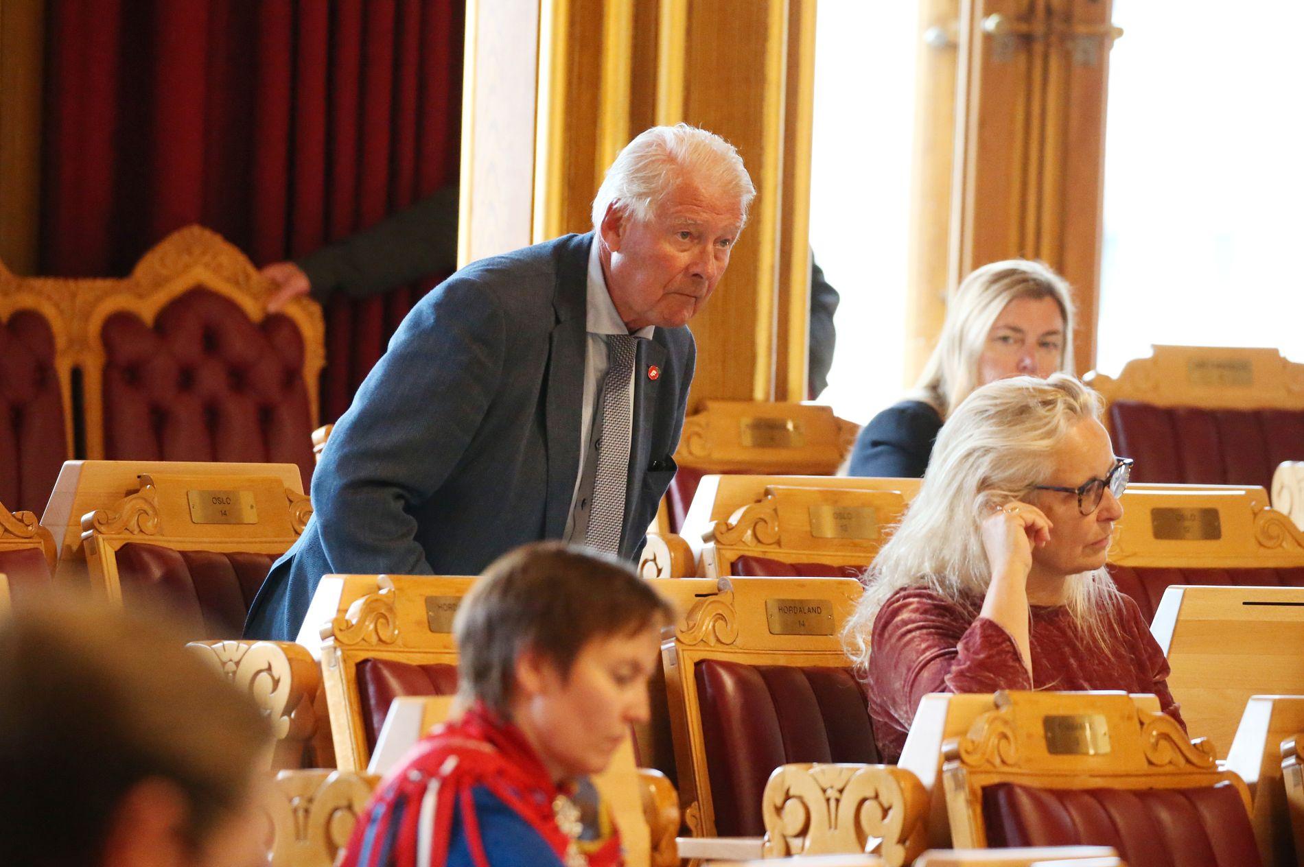 KUNNE VÆRT HER: Carl I. Hagen er for tiden fast møtende representant også på Stortinget. Her er han fotografert før voteringen i abortsaken for en uke siden.