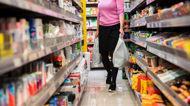 HANDLETUR: Nordmenn betaler langt mer i kassen enn andre europeiske borgere, men har de siste årene fått bedre utvalg i butikken. Utvalget øker raskere enn i Sverige, men er fremdeles langt dårligere enn i svenske butikker.