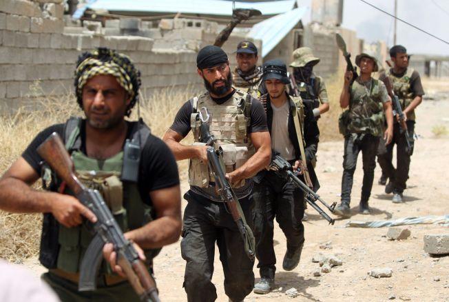 OMSTRIDT: Sjiamuslimske krigere fra «Popular Mobilization front» i Baiji i Irak. Foto: Afp