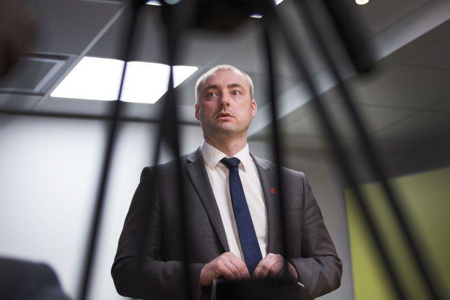 VIL SKREMME: Arbeids- og sosialminister Robert Eriksson er glad for at Nav klarer å ta flere av de verste svindlerne.