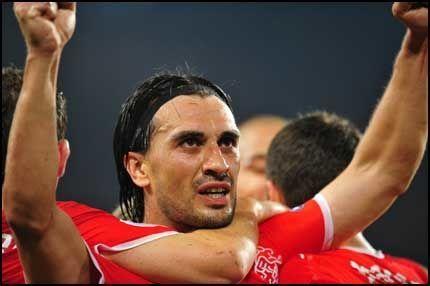SCORET TO: Hakan Yakin scoret to mål mot Portugal i kveld, og blir stående med tre mål i mesterskapet. Foto: AFP