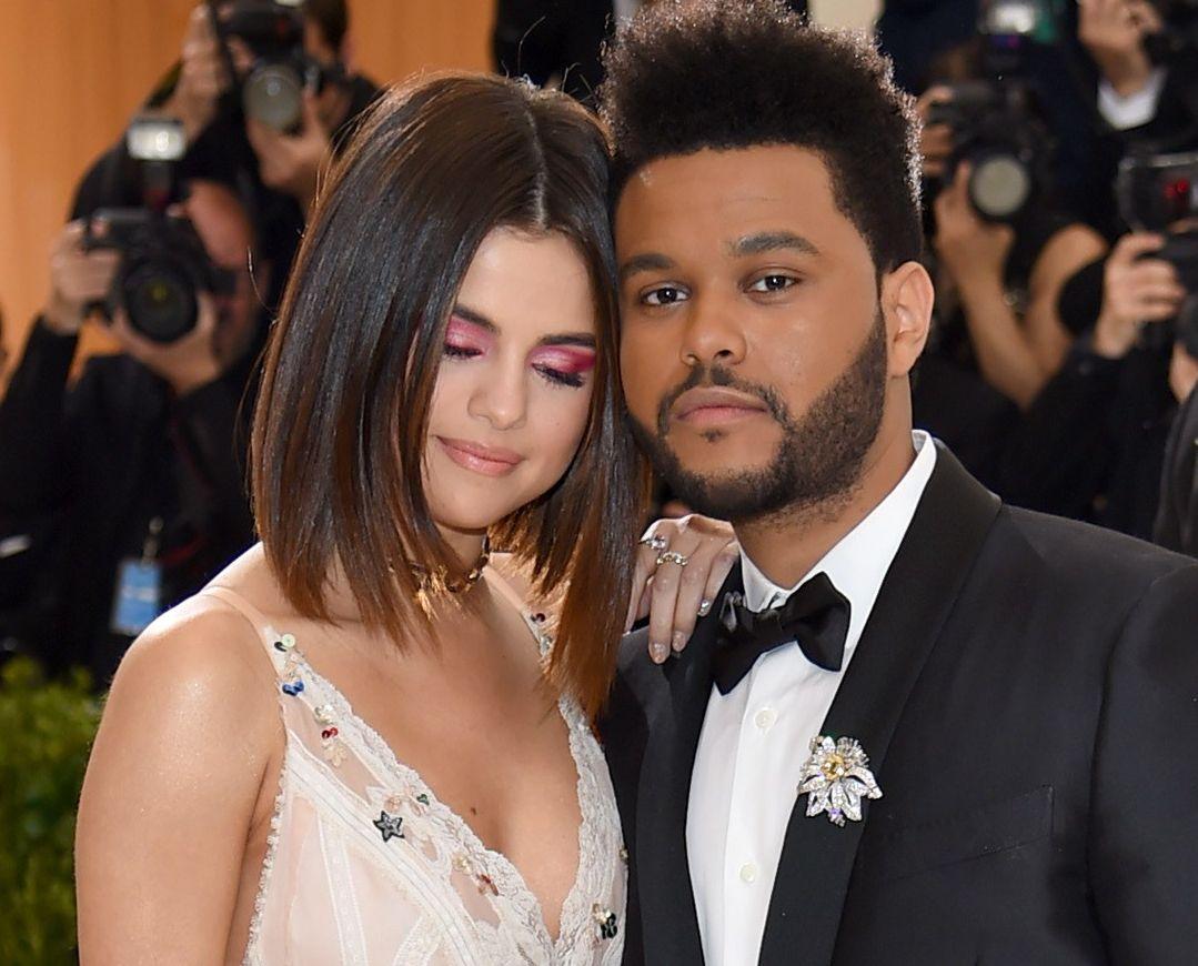 EKS-PAR: Selena Gomez og The Weeknd på Costume Institute Gala i Metropolitan Museum of Art i New York i mai i fjor.