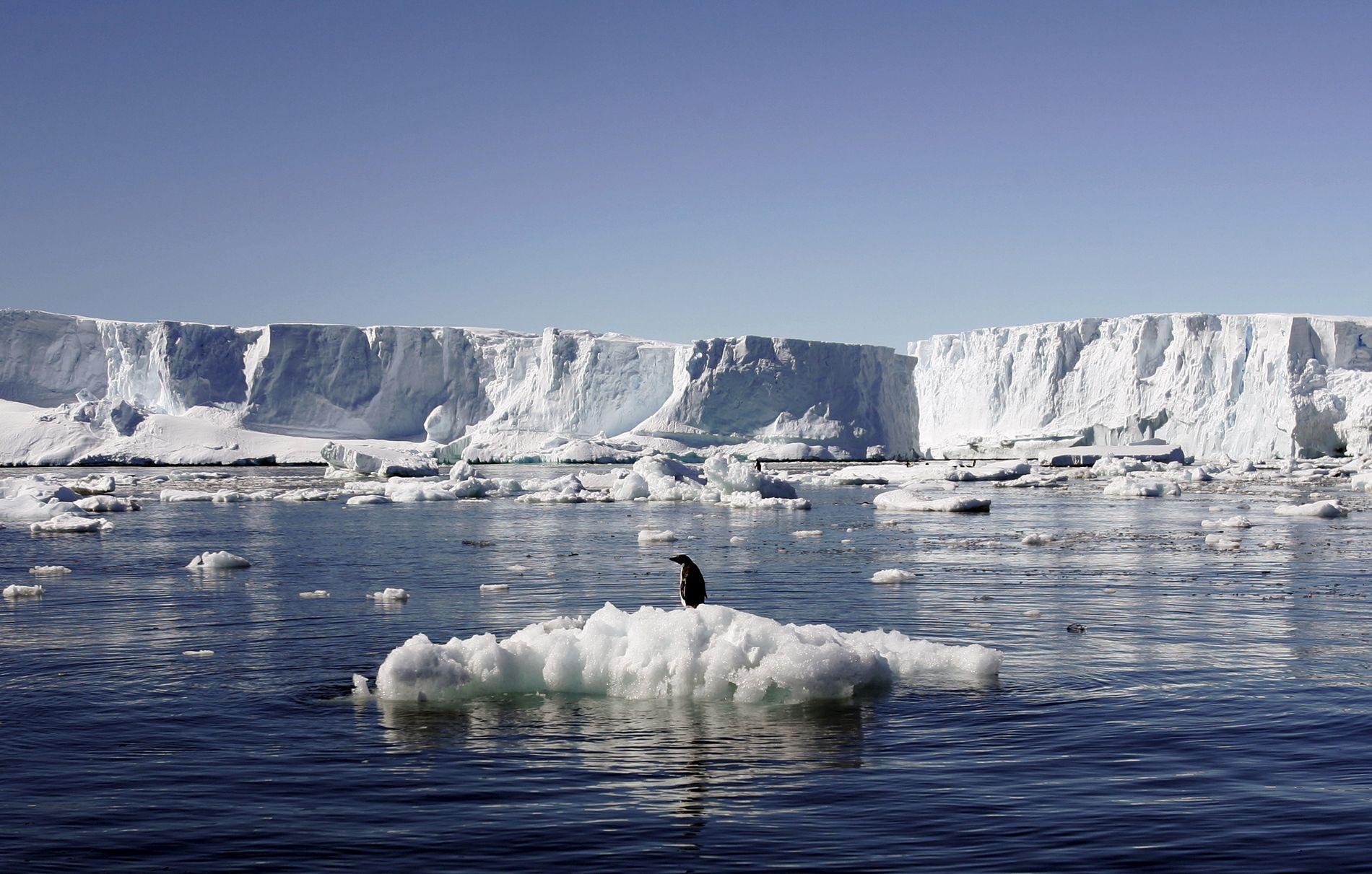 SMELTER: Innen 2070 vil havnivået kunne stige med 25 centimeter.