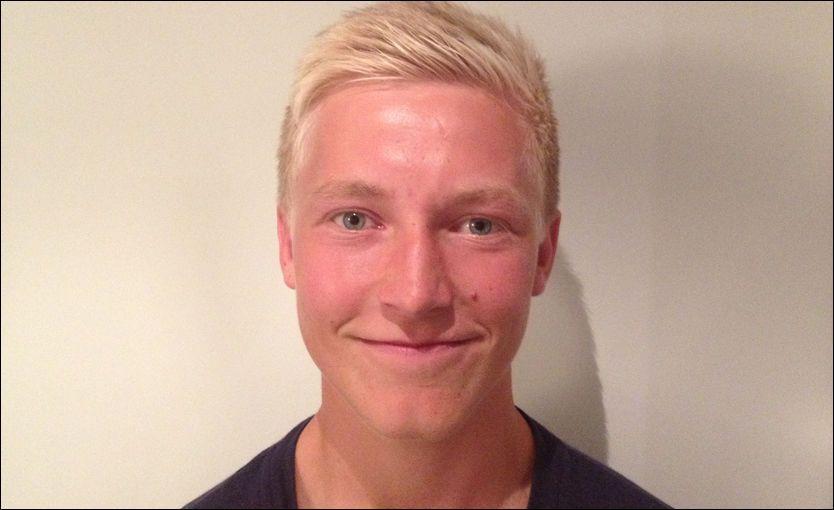 SIGNERTE FOR BORO: Birger Solberg Meling (18) smiler etter at han mandag kveld signerte proffkontrakt for Championship-klubben Middlesbrough. Foto: TORD M. PEDERSEN