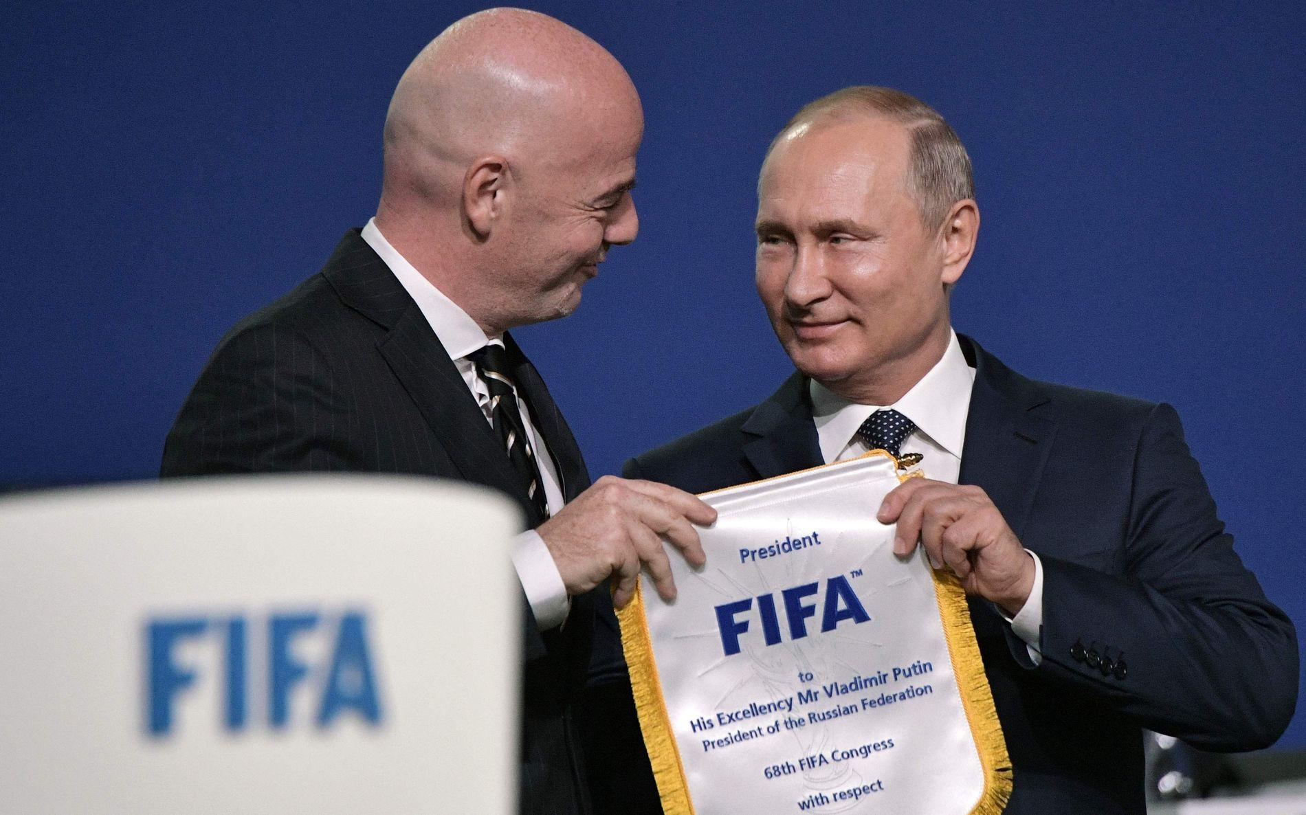 TOPPER: FIFA-president Gianni Infantino (t.v.) og Russland-president Vladimir Putin (t.h.).