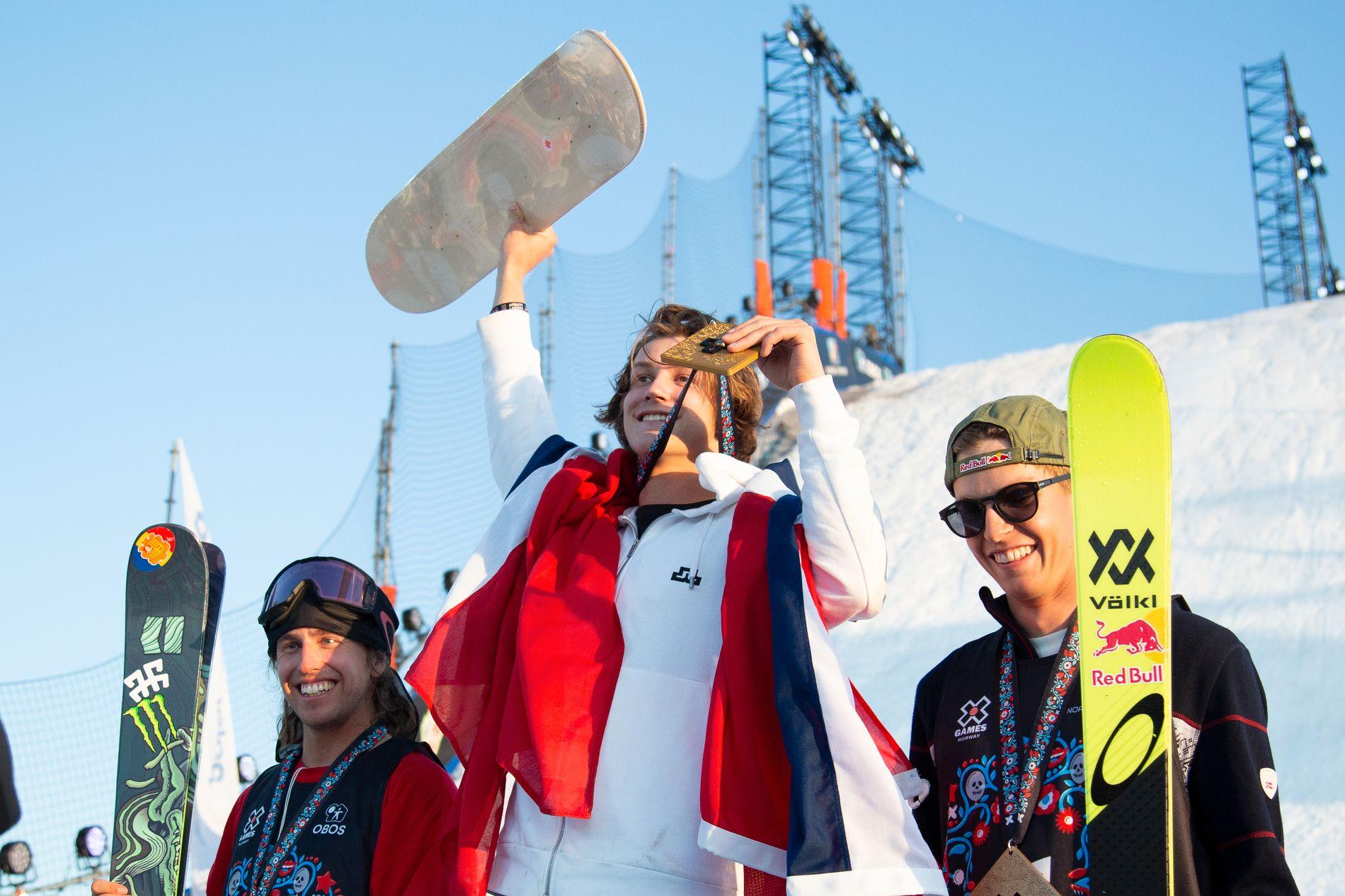 KLAR FOR NYTT GULL: Birk Ruud (18) vant Big Air-konkurransen på ski i X Games på Fornebu i mai, foran svenske Henrik Harlaut og Norges OL-gullvinner Øystein Bråten (t.h.).