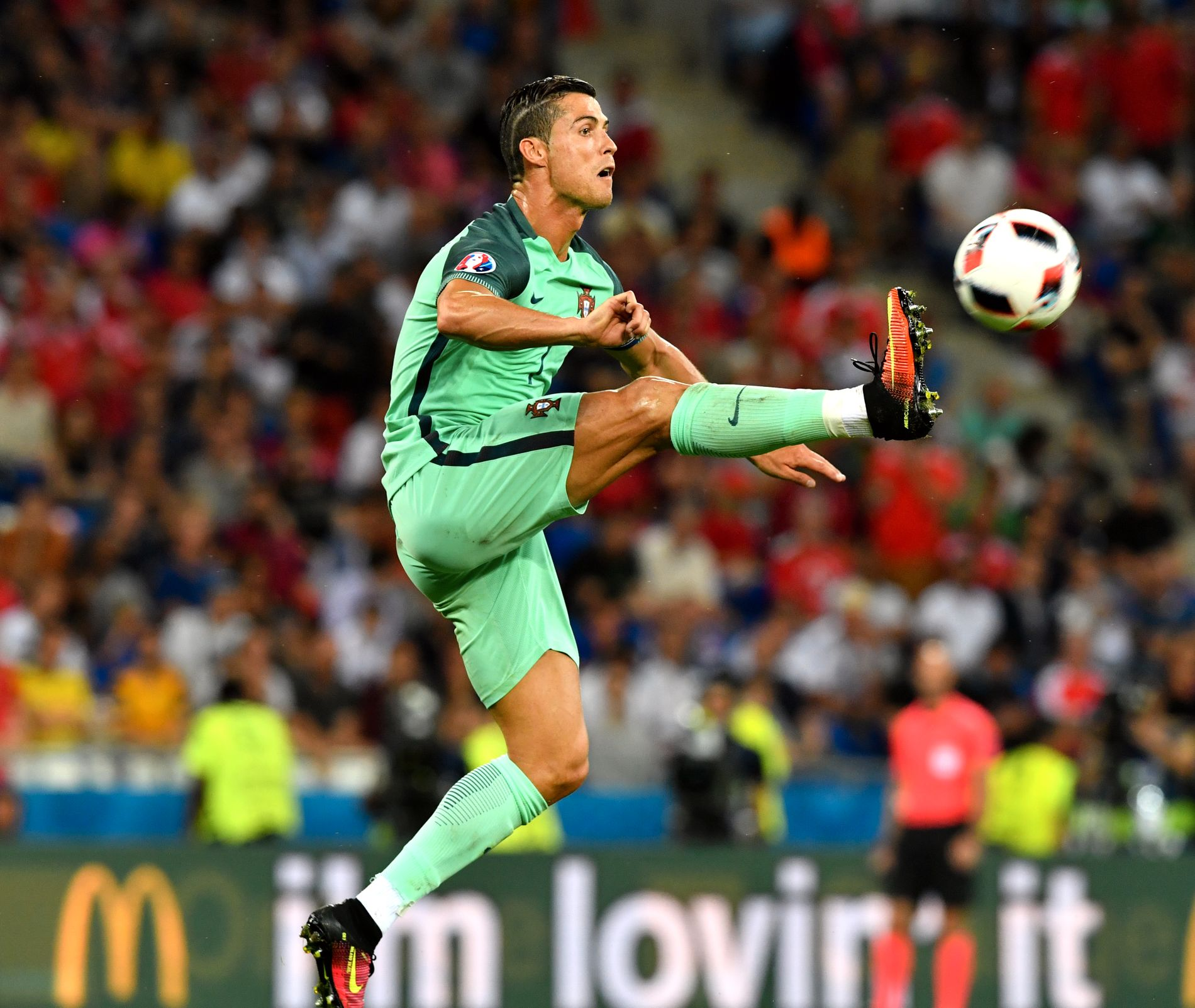 PÅ BALLEN: Cristiano Ronaldo i 2016.