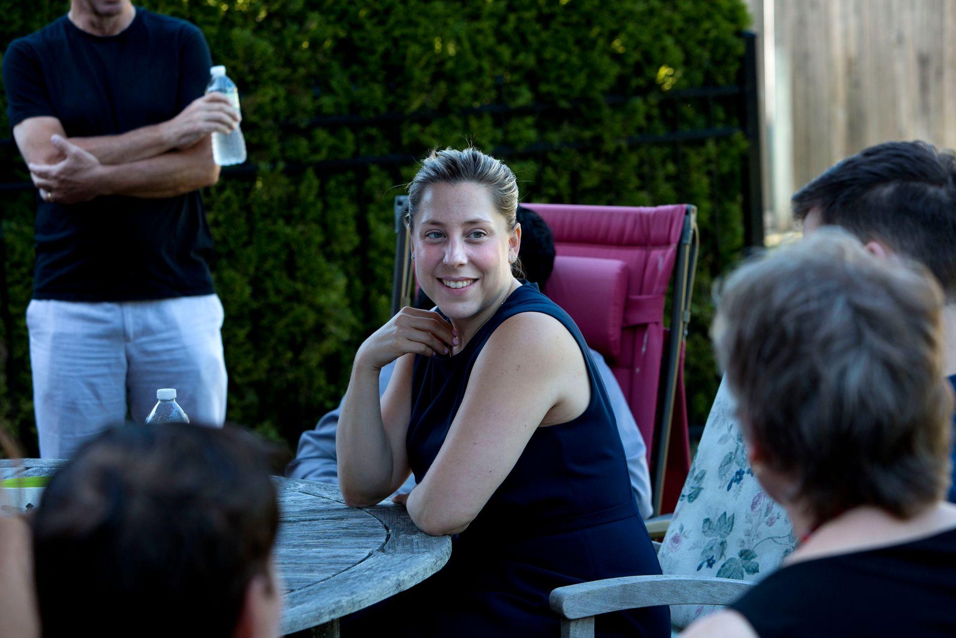 KANDIDAT: Liuba Grechen Shirley møtte torsdag velgere på Long Island. Gjennomgangsmelodien blant dem som møtte opp var at de var glade for å se et nytt ansikt i politikken.