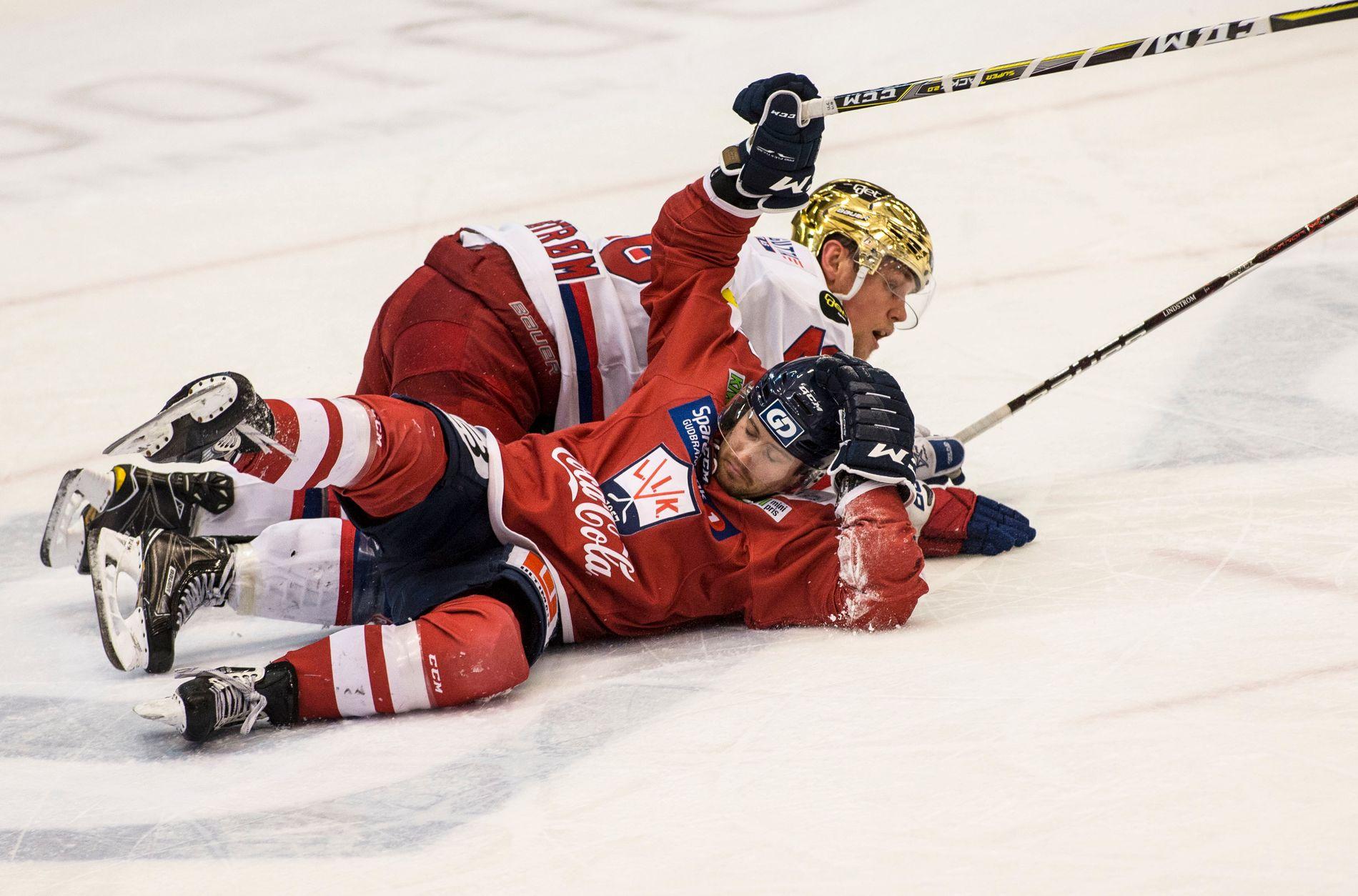 NEDE FOR TELLING: Stephan Vigier (foran) er tilbake i Lillehammer etter én sesong i Stavanger Oilers. Her er Vigier i en duell mot Vålerengas Tobias Lindström i NM-kvartfinalen sesongen i mars i fjor.