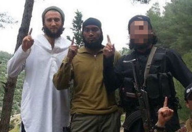 TERRORDØMT: Valon Avdyli (28) t. v. og Djibril Bashir (30) ble i mai dømt til over fire års fengsel for IS-deltakelse. PST kjenner ikke identiteten til tredjemann på bildet.