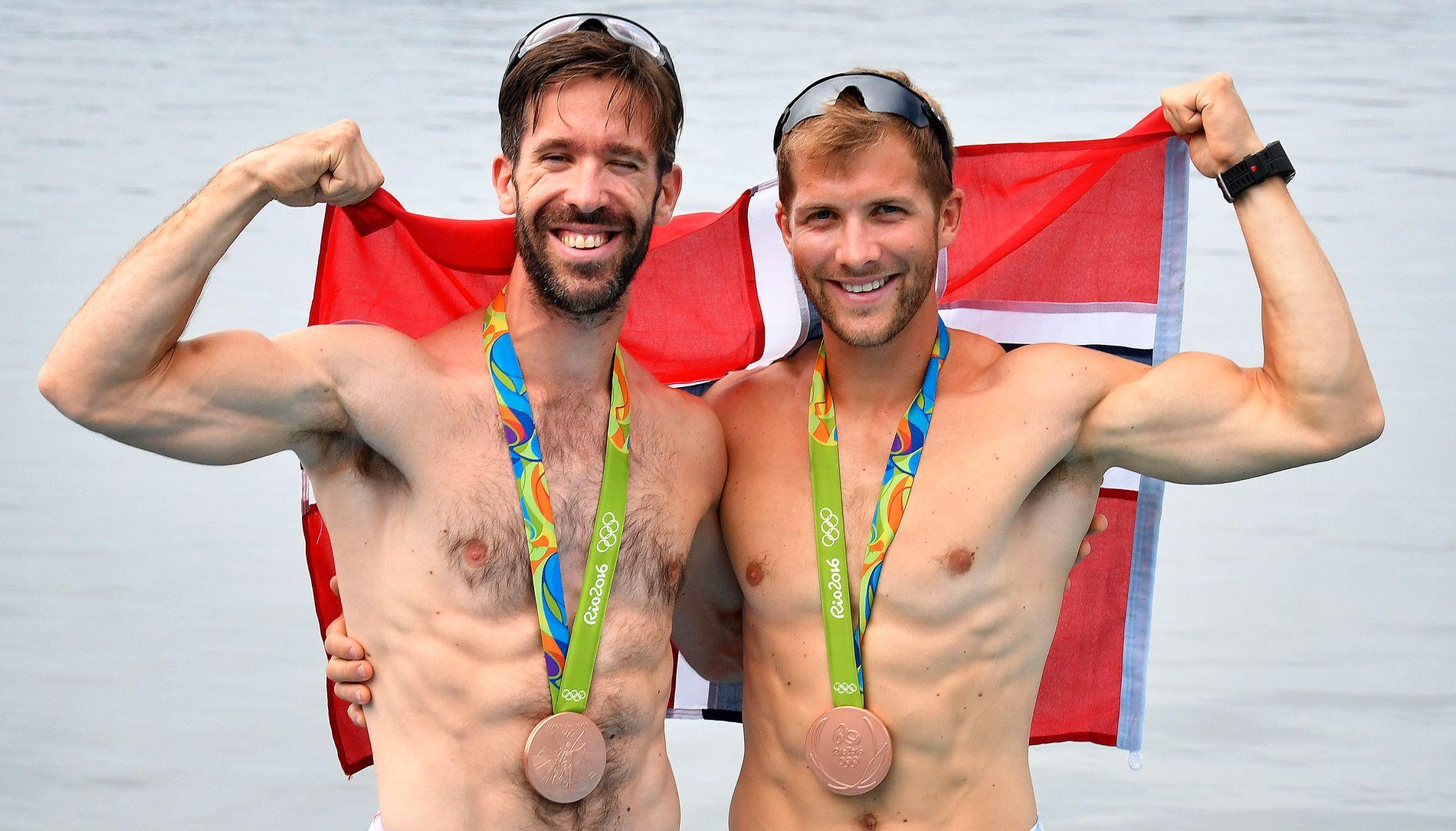BRONSEGUTTA: Are Strandli (til venstre) og Kristoffer Brun jubler for OL-bronsen i Rio sist sommer.