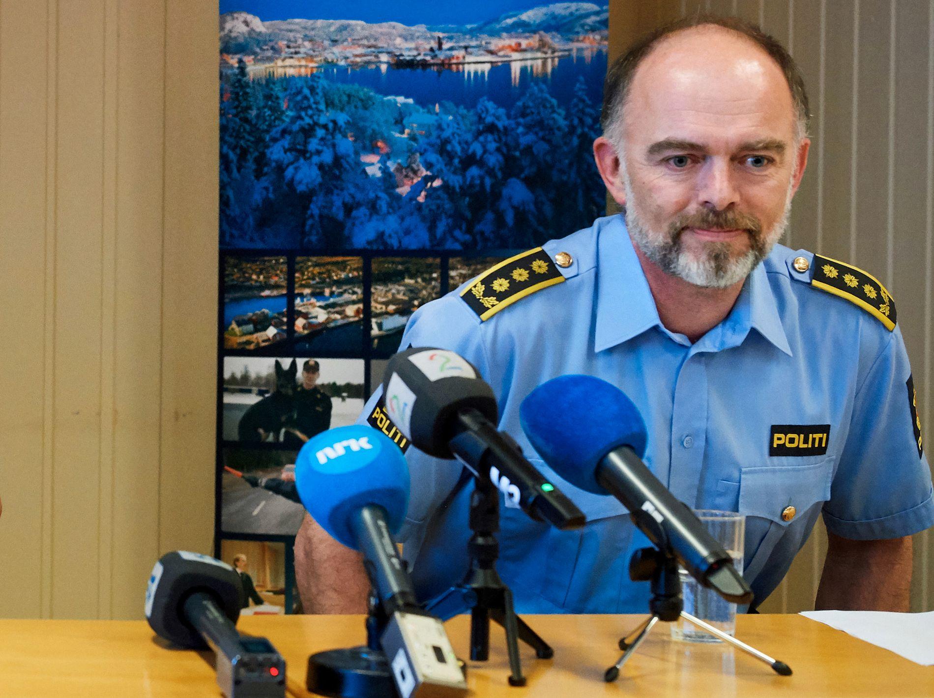 ETTERFORSKES: Politiadvokat Amund Sand under gårsdagens pressekonferanse.