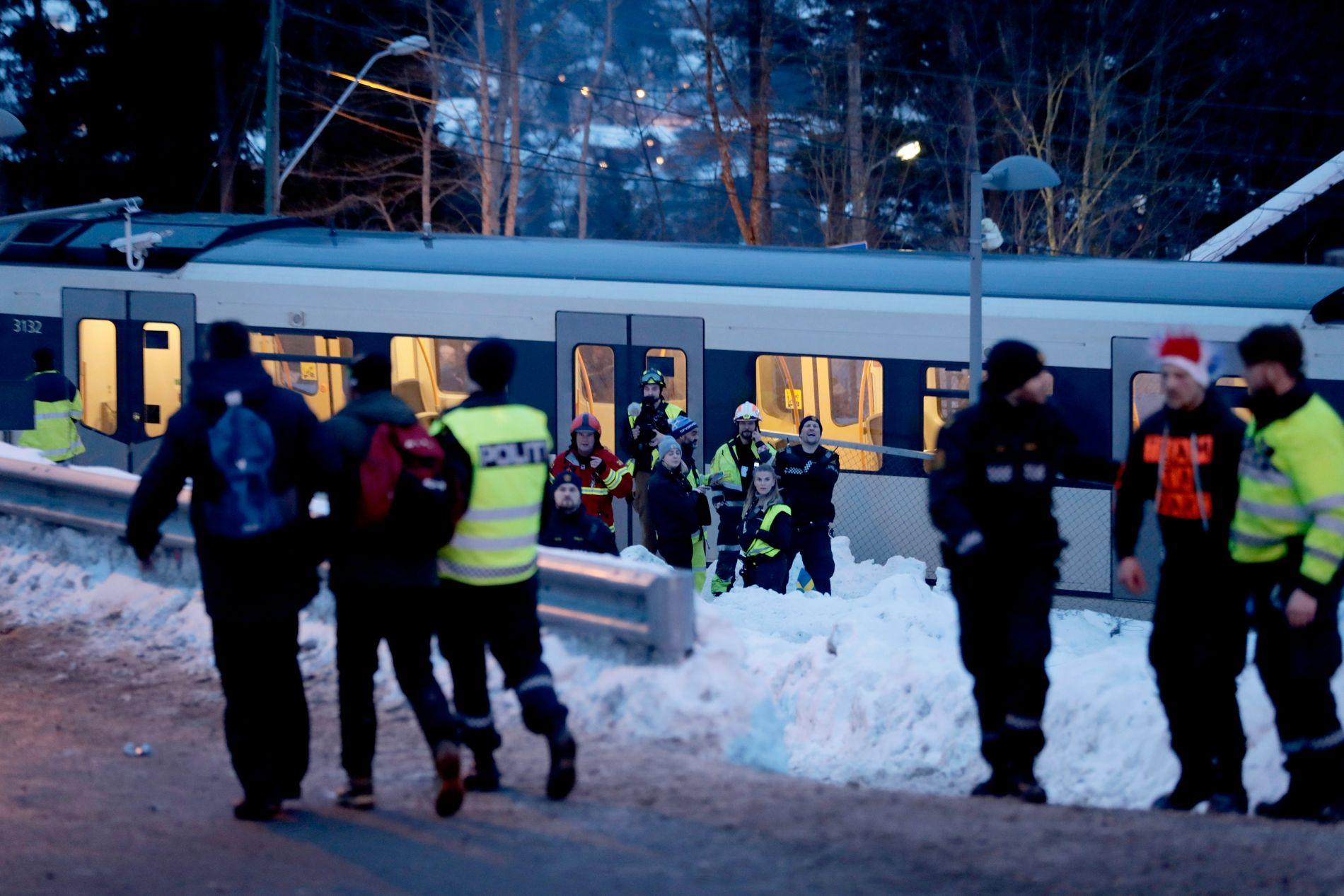 Det ble kaotiske forhold da mange mennesker skulle ta seg ned fra Holmenkollen etter verdenscuprennet i langrenn lørdag 10. mars. Tirsdag var arrangøren i «oppvaskmøte» med Oslo kommune.