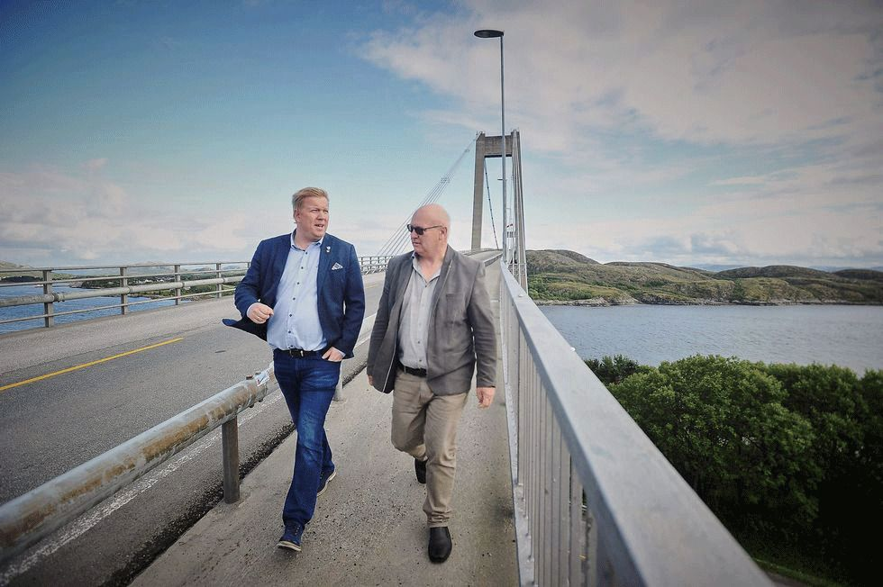 SENTRALARROGANSE: Ordførerne Amund Hellesø i Vikna (t.h.) og kollega Steinar Aspli i nabokommunen Nærøy kan bli tvangssammenslått.