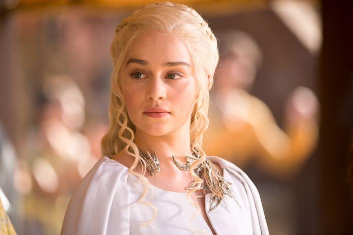 TAKKER: Emilia Clarke som Daenerys Targaryen.