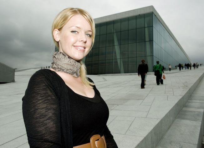 DØDE 32 ÅR GAMMEL: Sopran Ina Kringlebotn fotografert foran Operaen i 2009.