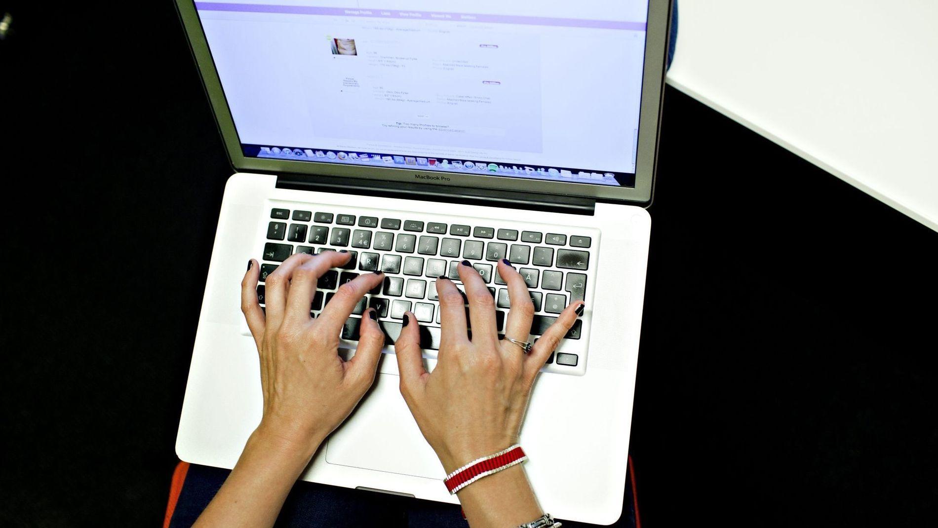 NETTVETT: Det typiske offeret for datingsvindel på nett er en eldre kvinne som er skilt eller enke, ifølge Økokrim.