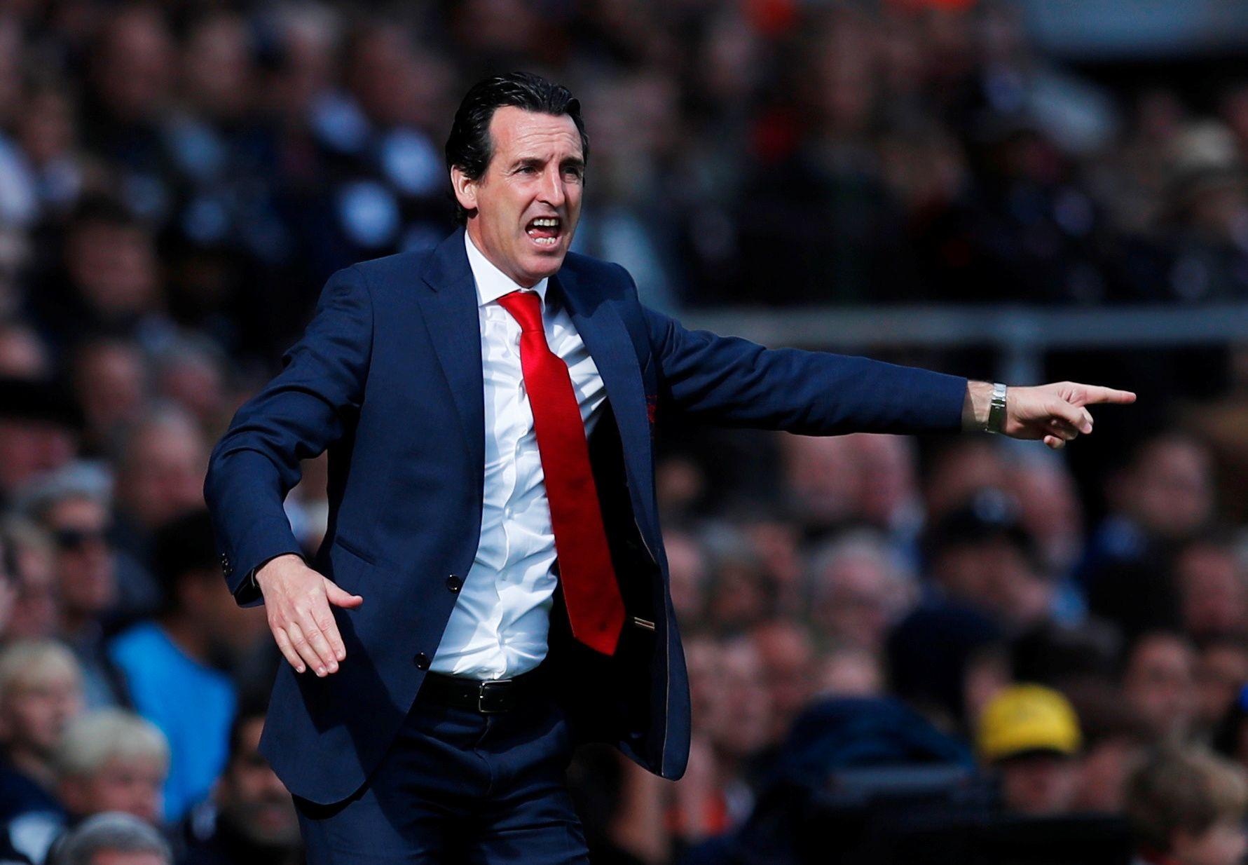 FULL FYR: Unai Emery i aksjon på benken for Arsenal mot Fulham i siste ligakamp.