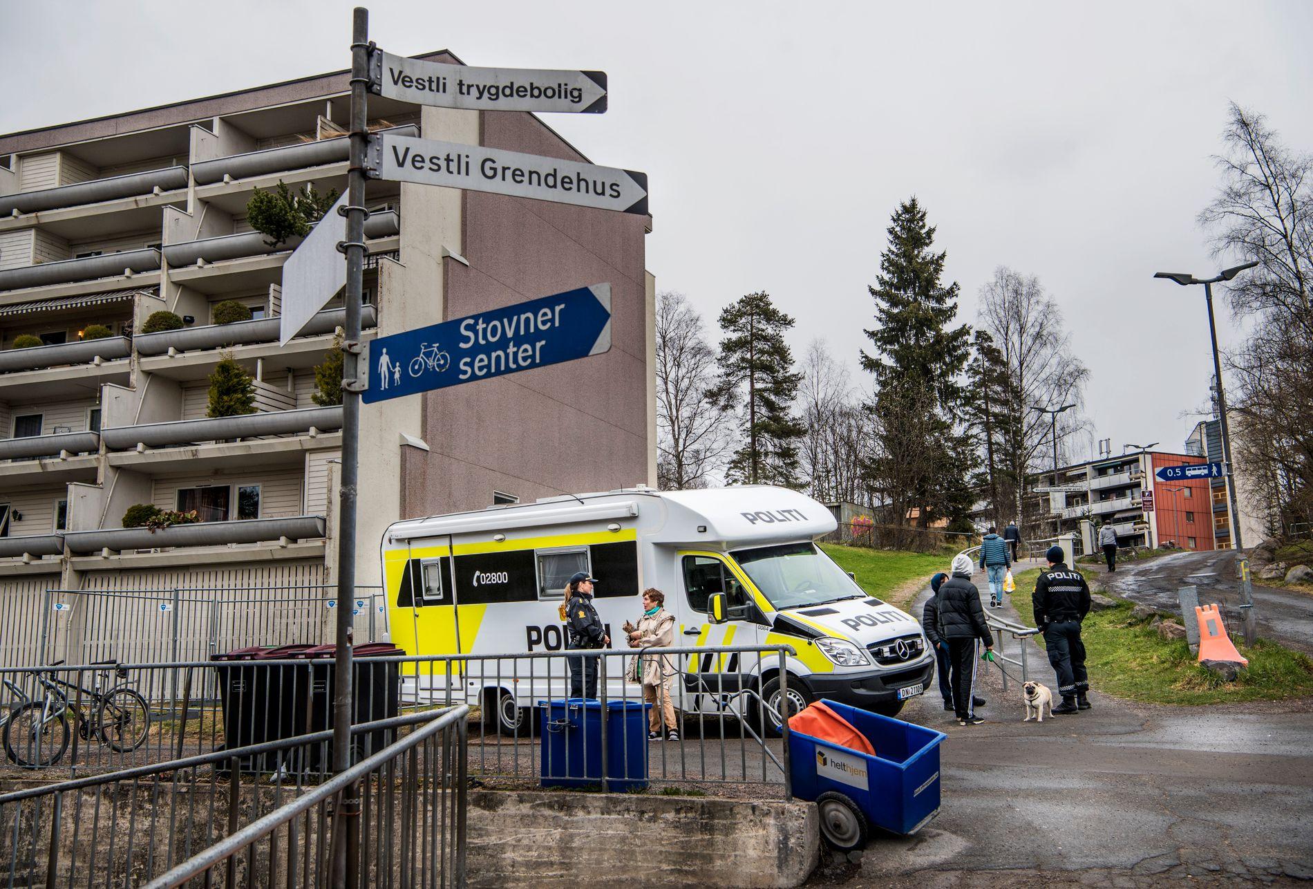 BYDEL MED UTFORDRINGER:  Det har vært mange negative nyhetsoppslag om bydelen Stovner i Oslo den siste tiden. Bildet er fra Vestli hvor politiet er på plass med synlig politi.