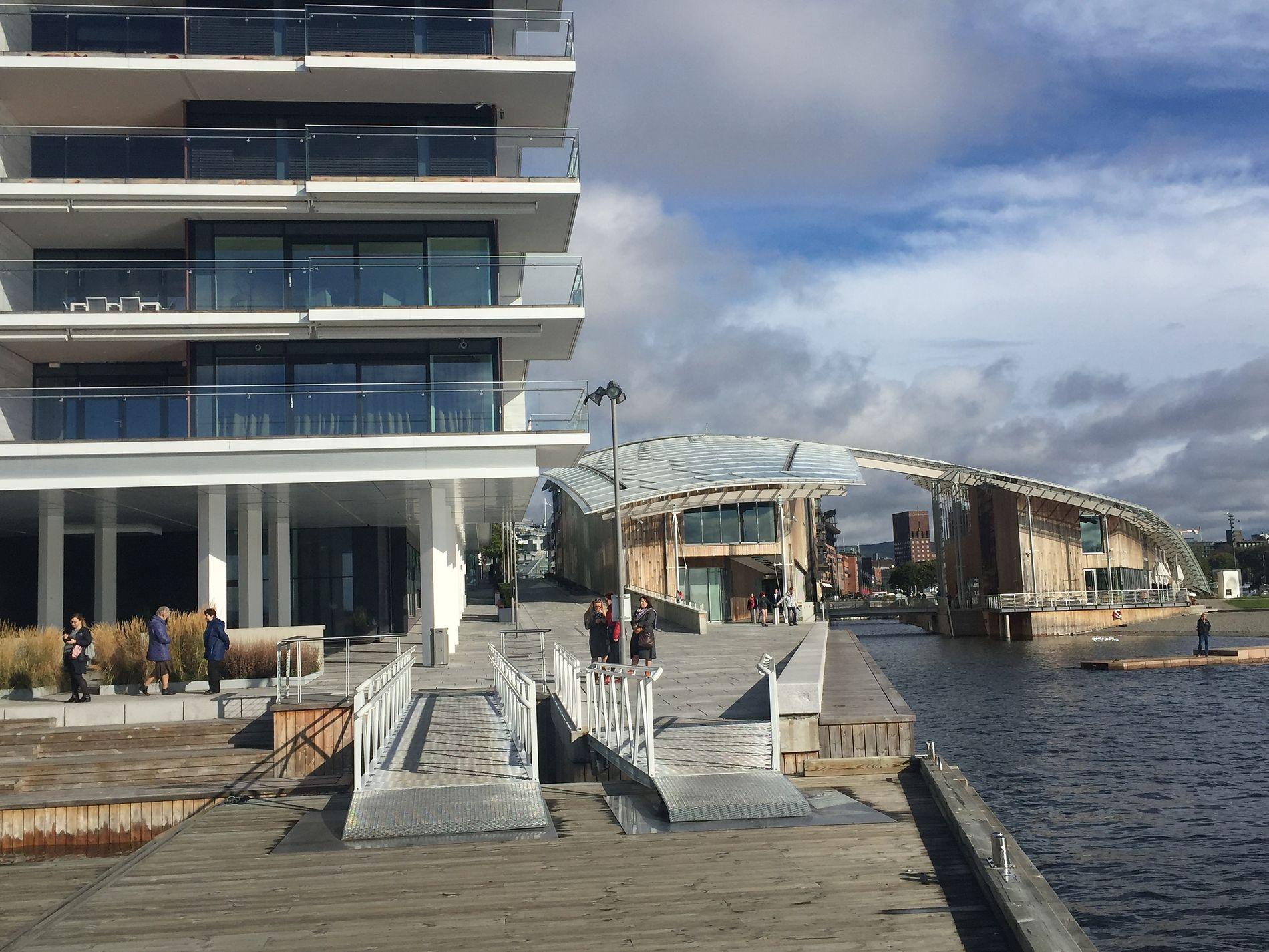 MEDIETRENERNE: Ytterst på Kavringen brygge på Tjuvholmen holder Corporate Communication til. Til høyre ligger Astrup Fearnley-muséet.