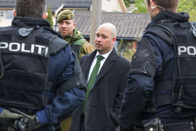 TEGNER NYTT KART: Justisminister Anders Anundsen (Frp), her fra en heimevernsøvelse i Sarpsborg, HV01 i fjor.