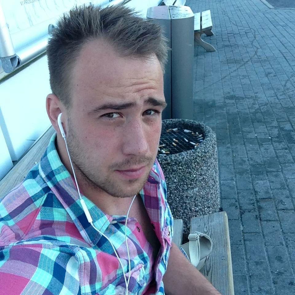 DILLA: Witold Skalski (29) har brukt helgen på å jakte Pokèmon. Foto: Privat