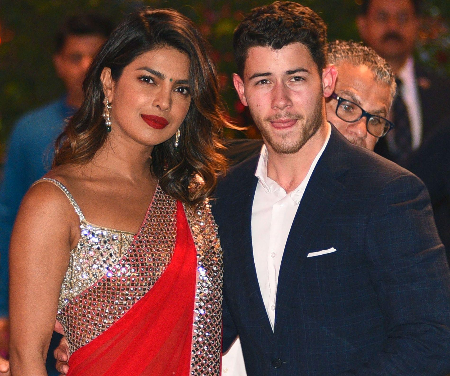 STJERNEPAR: Priyanka Chopra og Nick Jonas, her i Mumbai i juni.