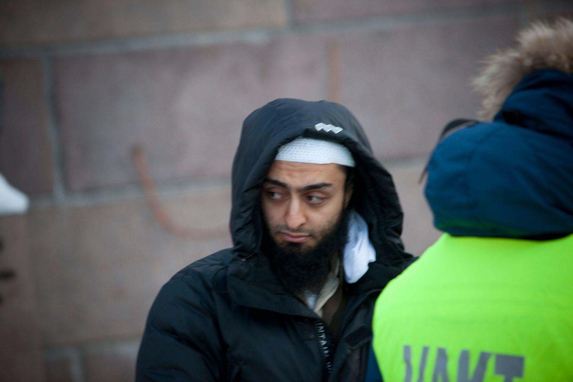 DØMT: Islamisten Mohyeldeen Mohammad har blitt dømt til 2,5 års fengsel for trusler mot stortingsrepresentant Abid Raja Her er han under en demonstrasjon mot norske soldater i Afghanistan i 2012.