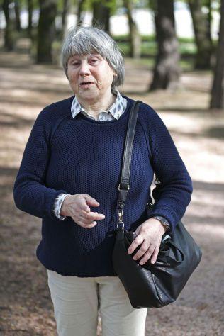 FORTVILER: I Oslo følger moren Liv Larsgard sønnens sak.Hun legger ikke skjul på hvordan det var å få høre om sønnens brev. – Det var helt forferdelig, sier hun.