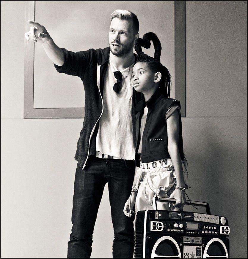 UNG POPNYKOMMER: Norske Ray Kay (32) under arbeidet med musikkvideoen til Willow Smith (9). Foto: Ray Kay