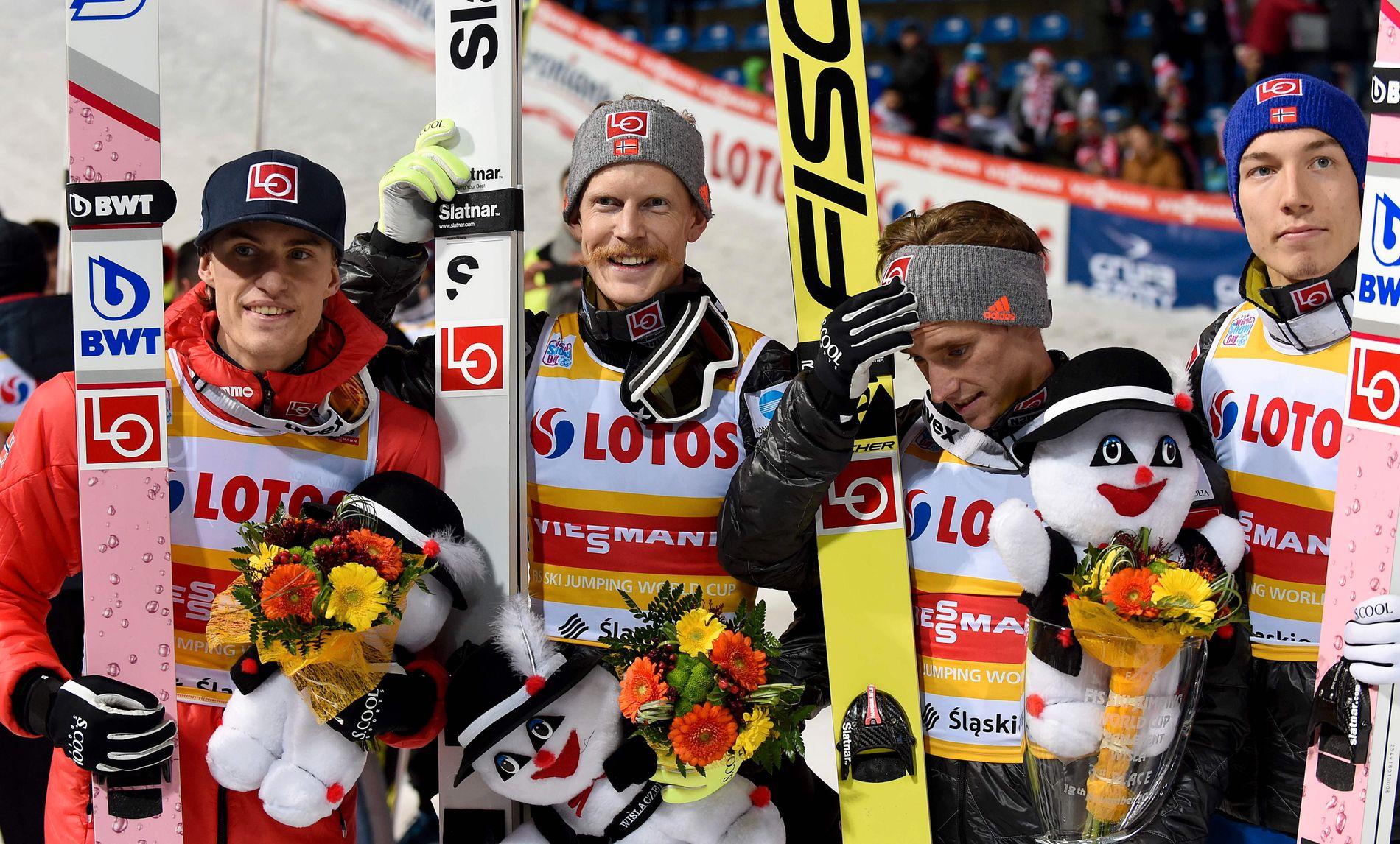 BESTE LAGET: Daniel Andre Tande (f.v.), Robert Johansson, Anders Fannemel and Johann Forfang etter lagseieren i Wisla lørdag. Tande og Forfang hopper nå på de nye BWT-skiene.