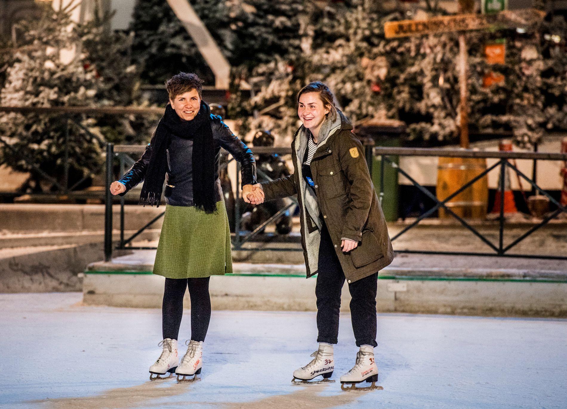 BESTEVENNINNER: Eunike Hoksrød (39) og Camilla Cox Barfot (31) på skøyter i Spikersuppa i Oslo.