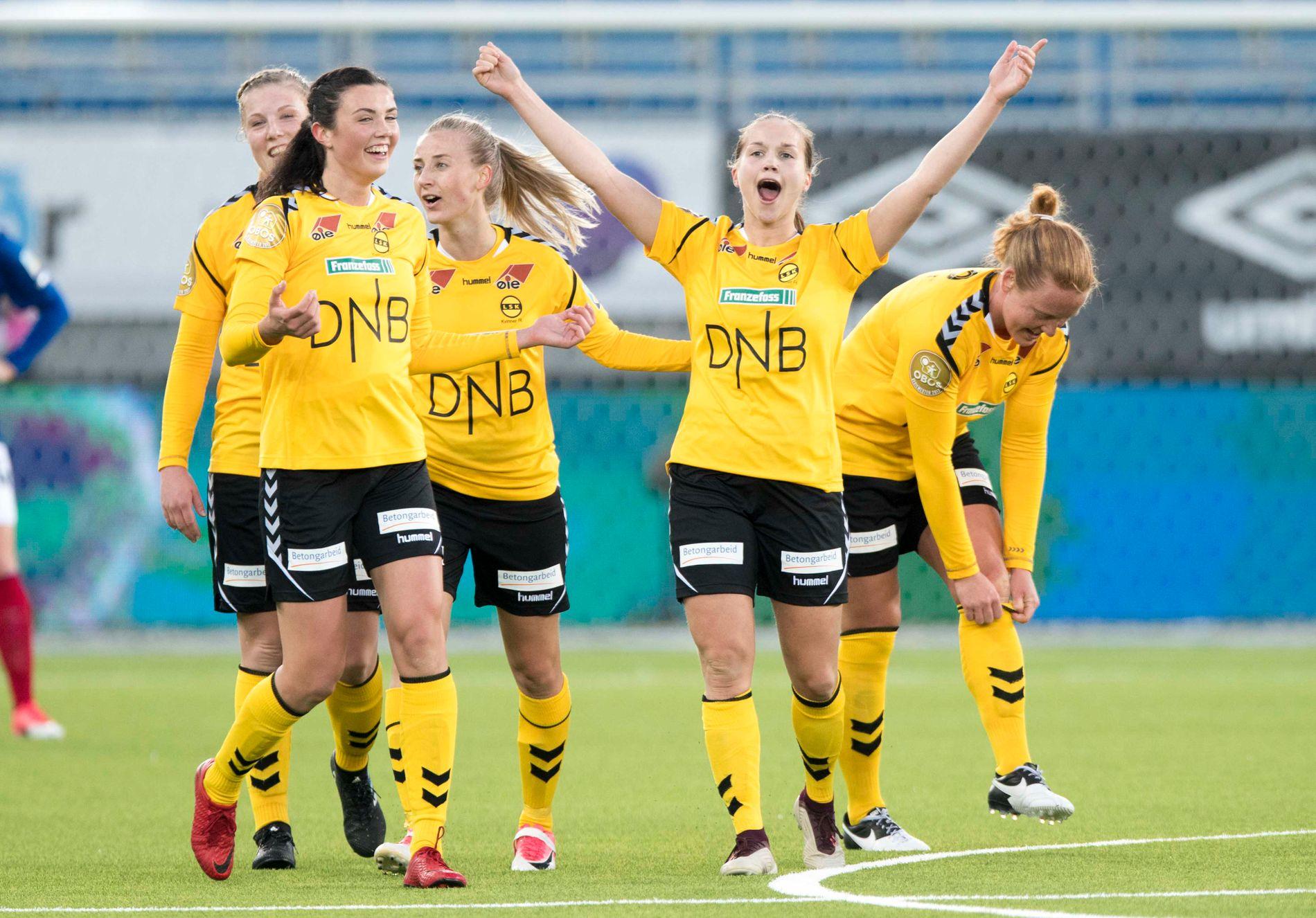 JUBEL: LSK Kvinner slo Kolbotn og kan juble for fem strake triumfer i Toppserien. Guro Reiten med armene til værs scoret et mål på straffe. Her jubler de mot Vålerenga i serieåpningen.
