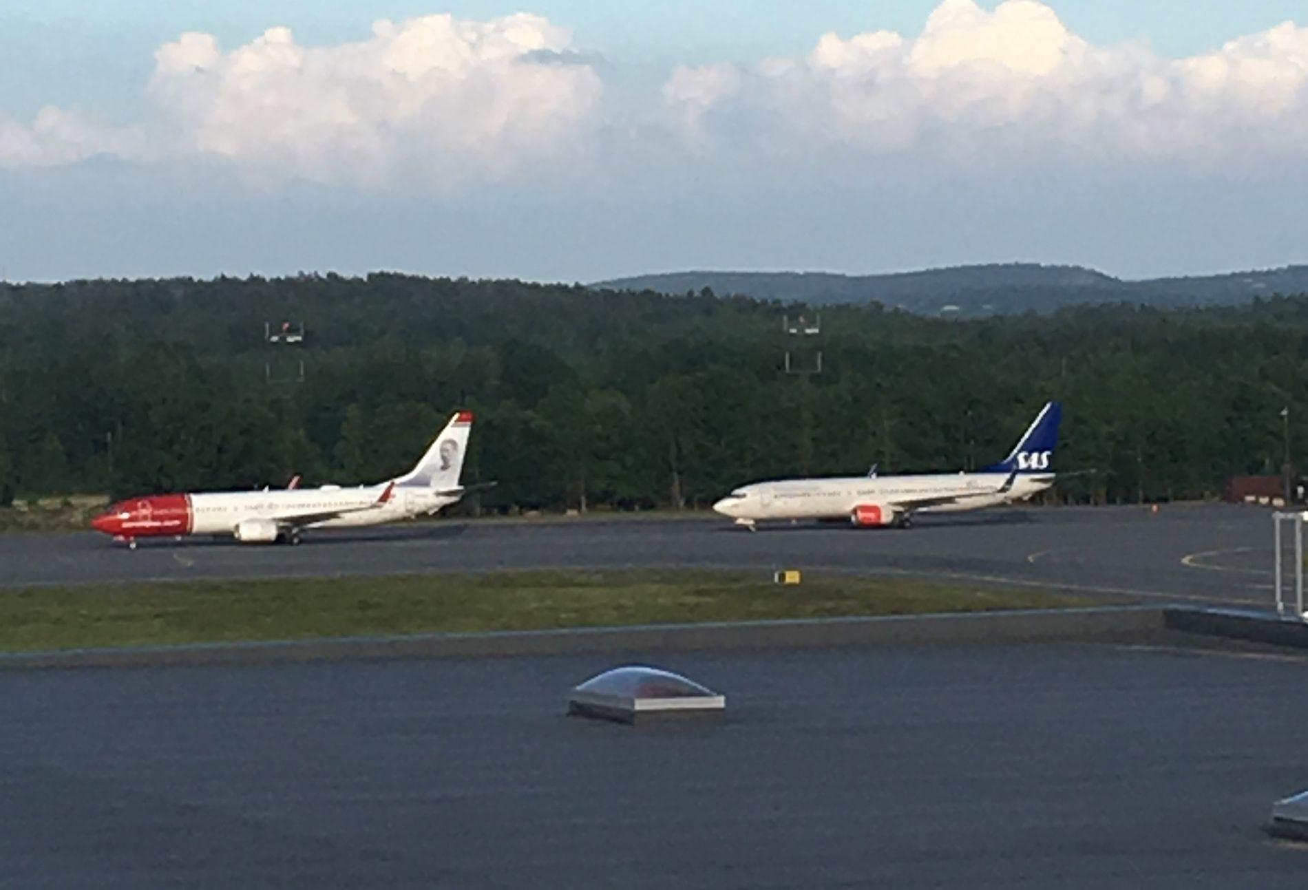 OMKJØRING: Fly på vei mot Gardermoen måtte lande på Torp, etter at en drone stoppet innkommende flytrafikk på Oslo Lufthavn onsdag kveld.