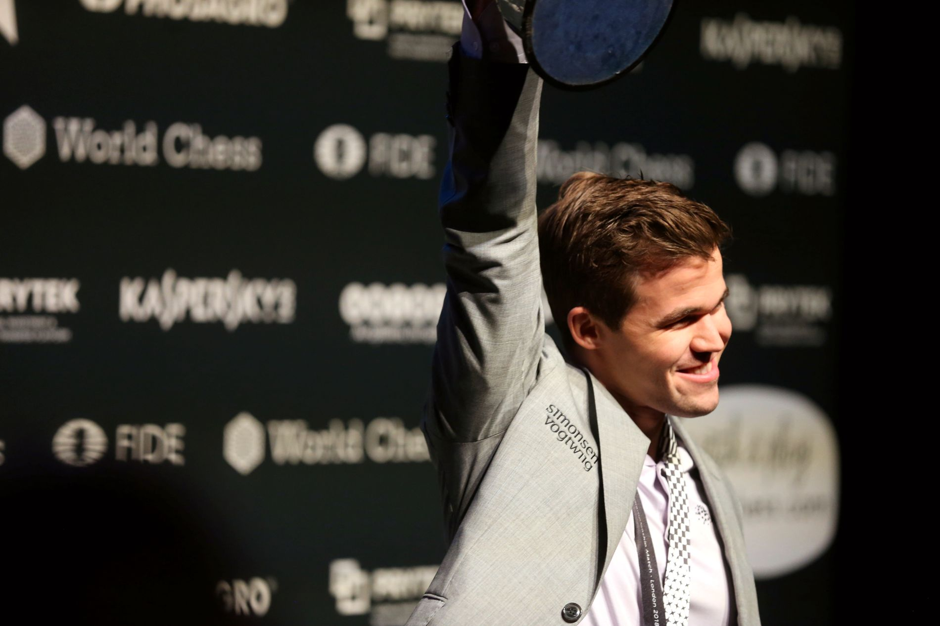 VERDENSMESTER: Magnus Carlsen.
